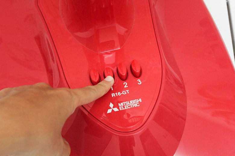 Nhấn nút bấm điều chỉnh tốc độ gió