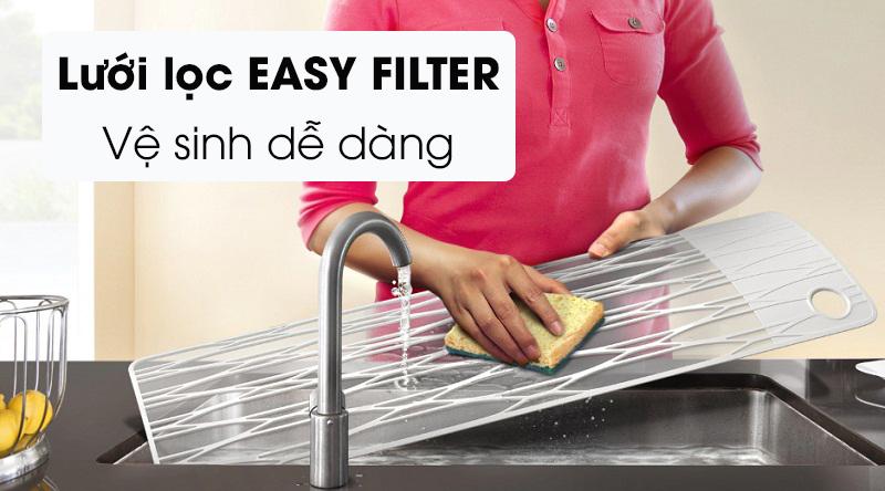 Máy lạnh Samsung Inverter 1 HP AR10TYHYCWKNSV-Vệ sinh dễ dàng với lưới lọc bụi bẩn Easy Filter