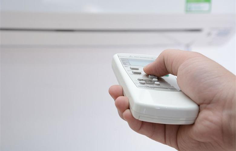 Remote có nút bấm dạ quang dễ sử dụng
