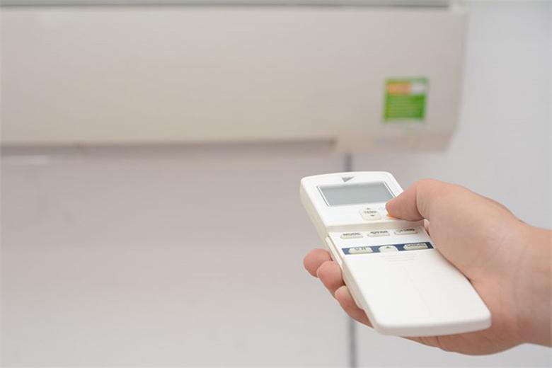 Remote tiện lợi giúp dễ dàng điều chỉnh máy lạnh