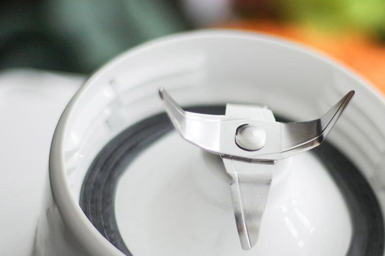 Lưỡi dao làm bằng thép không gỉ