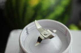 Lưỡi dao bằng chất liệu thép không rỉ