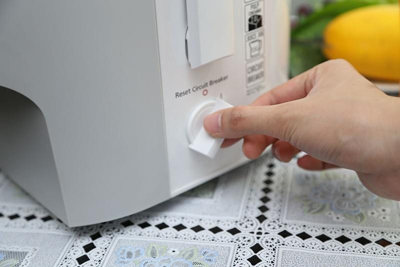 Nút vặn chỉnh 1 tốc độ ép trái cây đơn giản - Máy ép trái cây Panasonic MJ-SJ01WRA