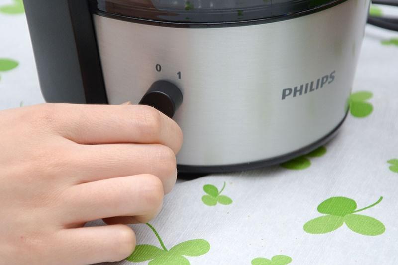 Máy có 1 tốc độ ép dễ tùy chỉnh với nút vặn - Máy ép trái cây Philips HR1836