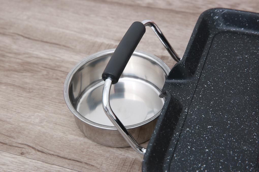 Có khay hứng dầu inox sáng bóng, chống oxi hóa - Bếp nướng điện Sunhouse SHD4600