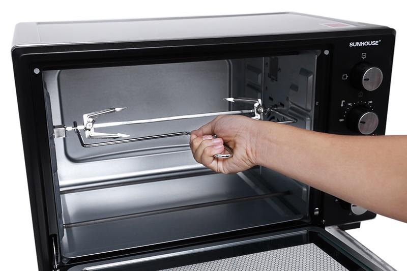 Nướng xiên quay cho phép bạn nướng gà nguyên con tiện lợi - Lò nướng Sunhouse SHD4238S 38 lít