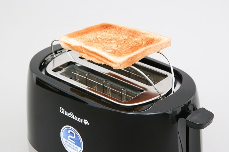 Giá đỡ thiết kế đơn giản tiện hâm nóng bánh mì - Máy nướng bánh mì Bluestone TTB-2533