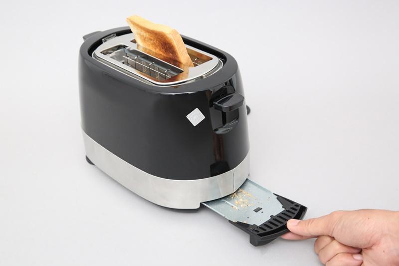 Có trang bị thêm khay hứng vụn bánh mì - Máy nướng bánh mì Bluestone TTB-2533