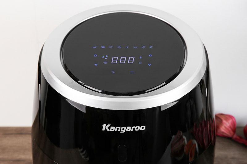Bảng điều khiển nút nhấn điện tử cùng đèn LED hiển thị - Nồi chiên không dầu Kangaroo KG52AF1A 5 lít