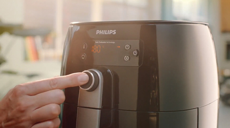 Dễ dùng - Nồi chiên không dầu Philips HD9745 3 lít