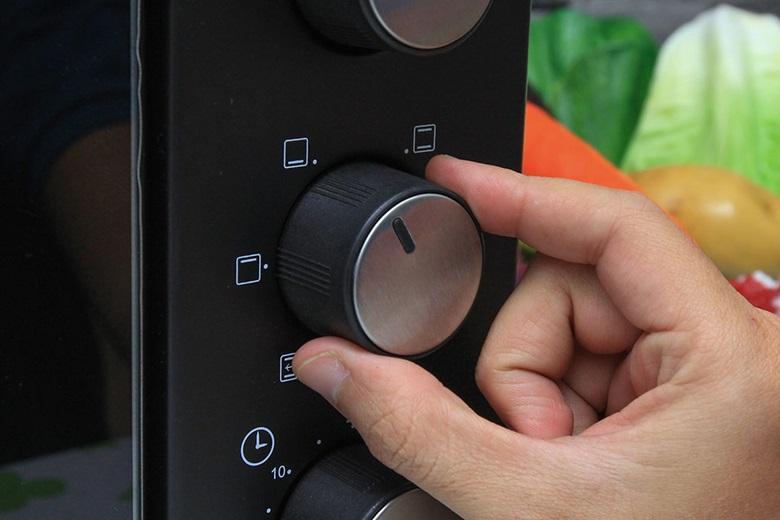 Sử dụng núm vặn để điều chỉnh kiểu nướng thích hợp cho món ăn