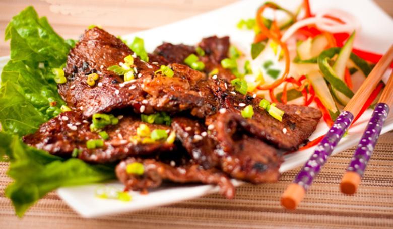 Thịt nướng cực ngon khi dùng lò nướng Aqua Sanyo TO-R8074 thực hiện