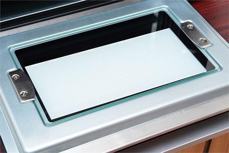 Cửa kính 2 lớp chắn chắn và trong suốt dễ dàng quan sát thực phẩm nướng bên trong lò