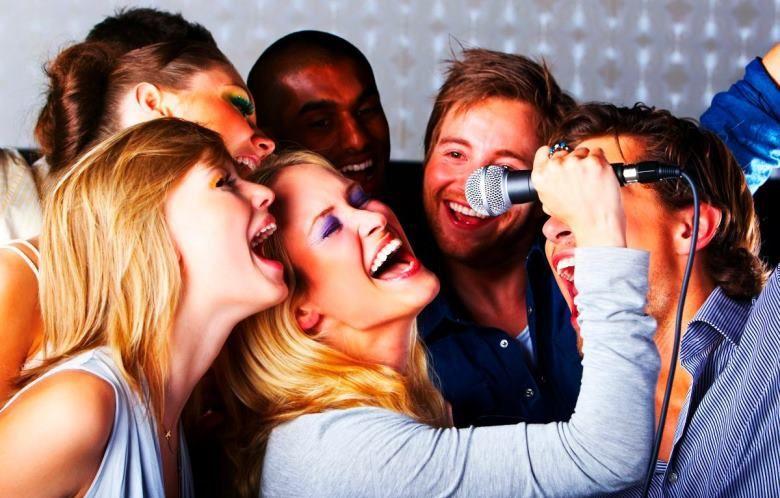 Trổ tài ca hát với My Karaoke