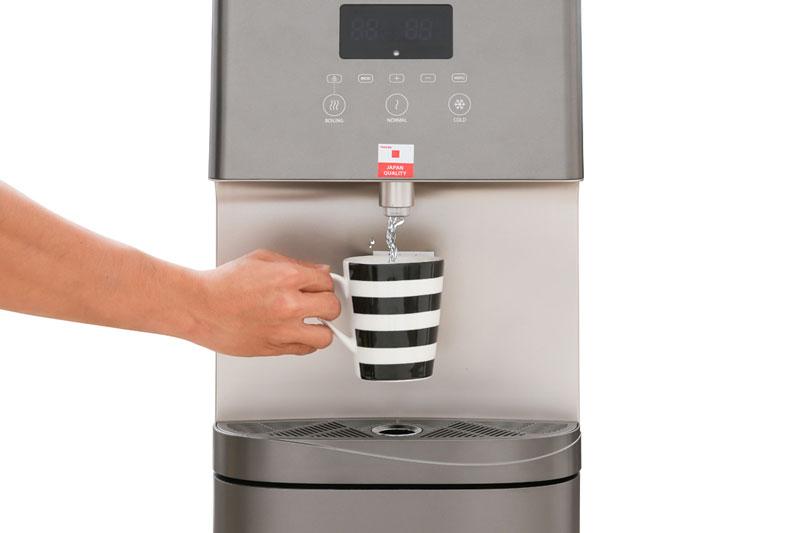 Chỉ có 1 vòi cho phép lấy nước nóng, nước lạnh, nước thường tiện lợi - Máy nước nóng lạnh Toshiba RWF-W1830UVBV(T)