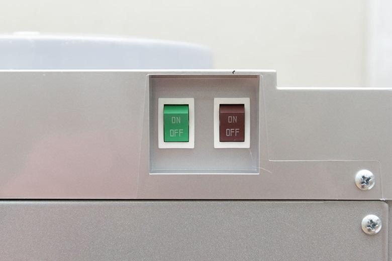 Nhấn nút để tắt hoặc bật chức năng nóng, lạnh