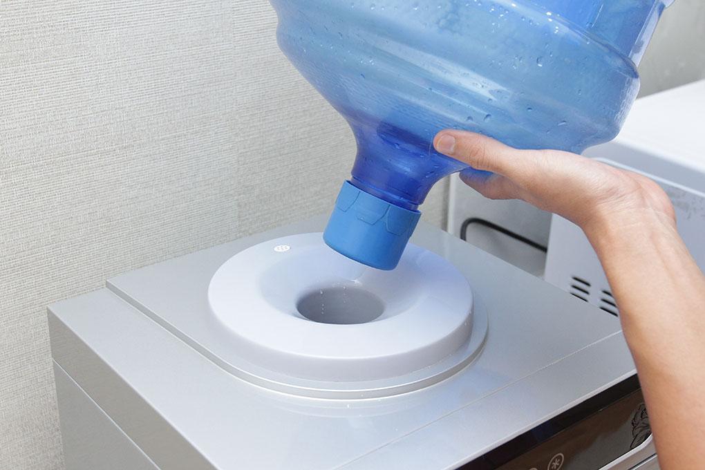 Cọc cắm nước to, dễ thay bình nước