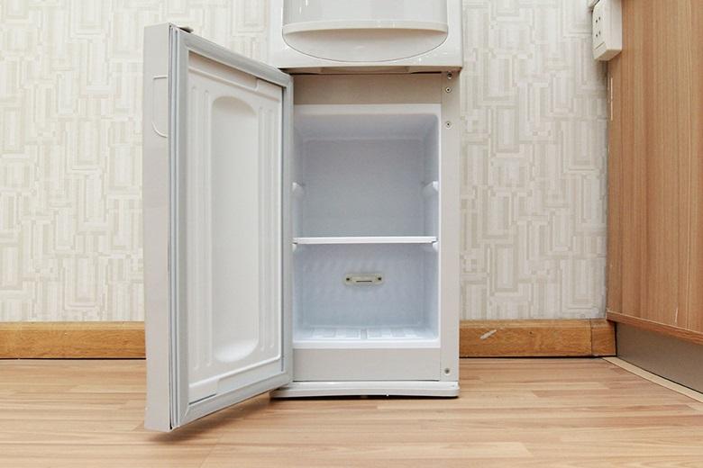 Cây nước nóng lạnh Sanyo SWD-M25HC – Khoang chứa để đồ uống, hay ly tách tiện lợi