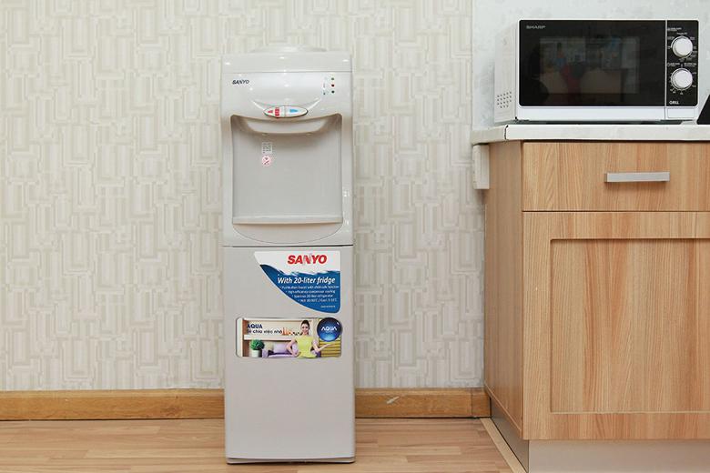 Cây nước nóng lạnh Sanyo SWD-M30HCR - Thiết kế sang trọng và tinh tế thích hợp với nhiều không gian
