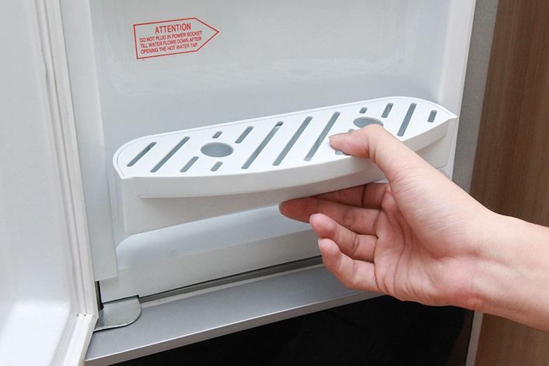 Cây nước nóng lạnh Sanaky VH-319HP1 – Thiết kế khay hứng nước thừa tháo rời, dễ vệ sinh