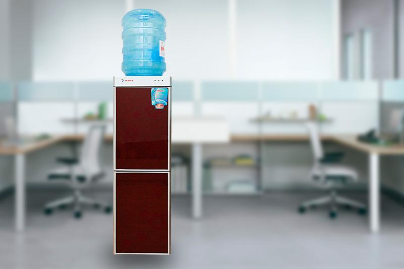 Cây nước nóng lạnh Sanaky VH-309HP1 thiết kế đơn giản màu đỏ đô đẹp mắt