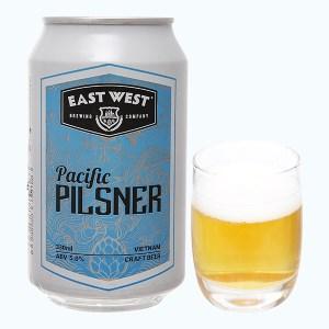 Bia East West Pacific Pilsner lon 330ml