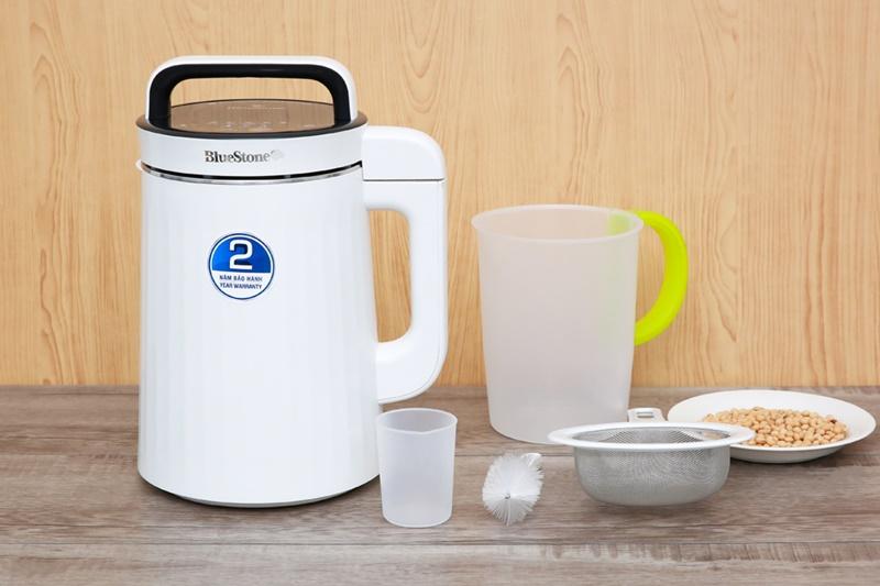 Màu trắng trẻ trung, tươi sáng, thiết kế giống hình bình nước gọn đẹp - Máy làm sữa đậu nành Bluestone SMB-7329 1.3 lít