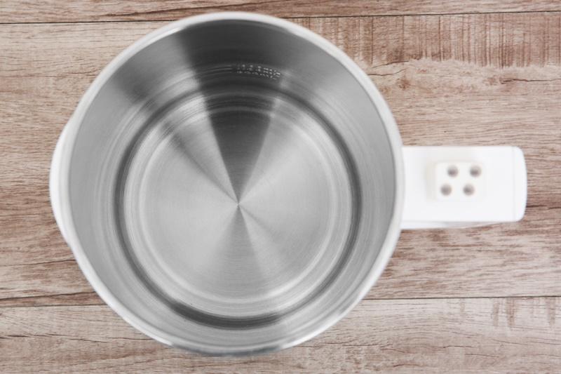 Thân bình dày 2 lớp với vỏ ngoài bằng nhựa tốt, ruột bình bằng inox 304 độ bền cao - Máy làm sữa đậu nành Bluestone SMB-7329 1.3 lít
