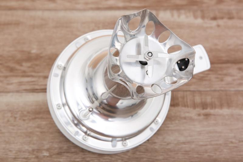 Công suất 1000 W, lưỡi dao và cán dao làm bằng chất liệu inox 304 sắc bén - Máy làm sữa đậu nành Bluestone SMB-7329 1.3 lít