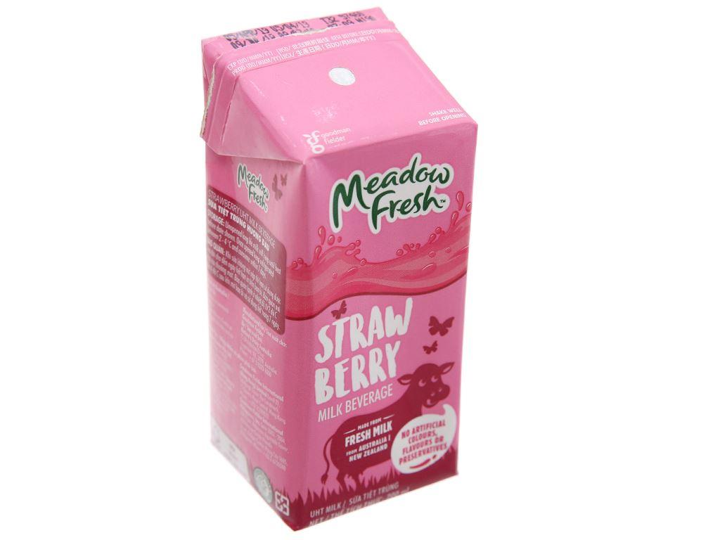 Sữa tươi tiệt trùng Meadow Fresh hương dâu 200ml 2