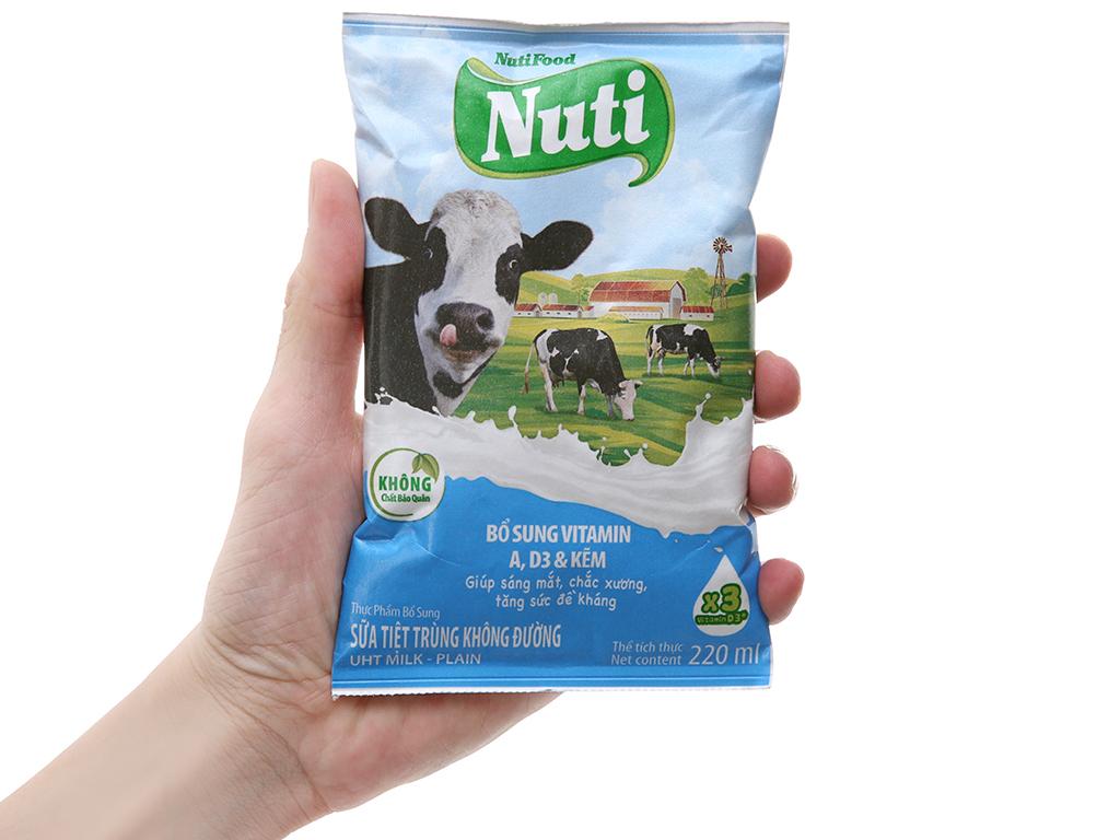 Sữa tiệt trùng Nuti không đường bịch 220ml 4