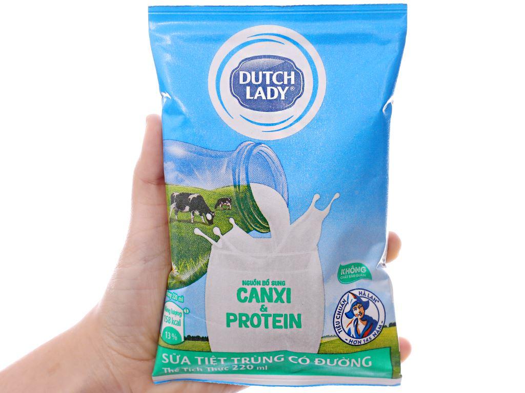 Thùng 48 bịch sữa tiệt trùng có đường Dutch Lady Canxi & Protein 220ml 4