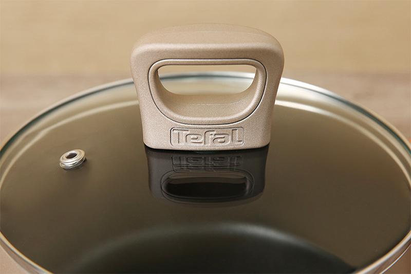 Nắp nồi trong suốt tiện quan sát thức ăn khi nấu -  Nồi nhôm chống dính đáy từ 24 cm Tefal H9104614