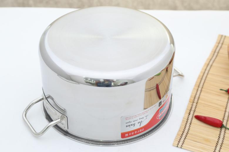 Đáy phẳng 1 lớp nấu ăn nhanh, tuy nhiên chỉ thích hợp nấu những món có nước, không thích hợp kho hay xào.