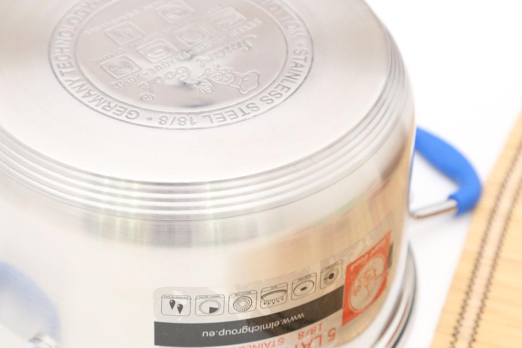 Đáy nồi inox phẳng 5 lớp chắc chắn với lớp ngoài cùng bằng inox 430 nhiễm từ, ở giữa là nhôm - hợp kim nhôm – nhôm truyền nhiệt đều hơn, lớp trong cùng inox 201 hay còn gọi là inox 18/8 bền bỉ, ít bị oxy hóa, an toàn.