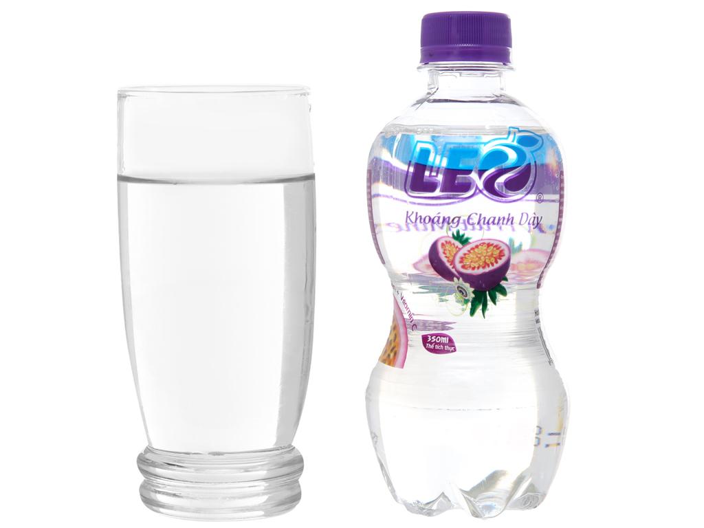 6 chai nước khoáng có ga Leo vị chanh dây 350ml 4