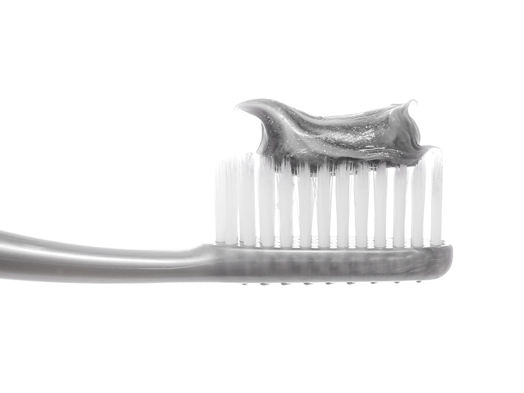 Kem đánh răng Colgate Thiên Nhiên than tre và bạc hà 180g 5