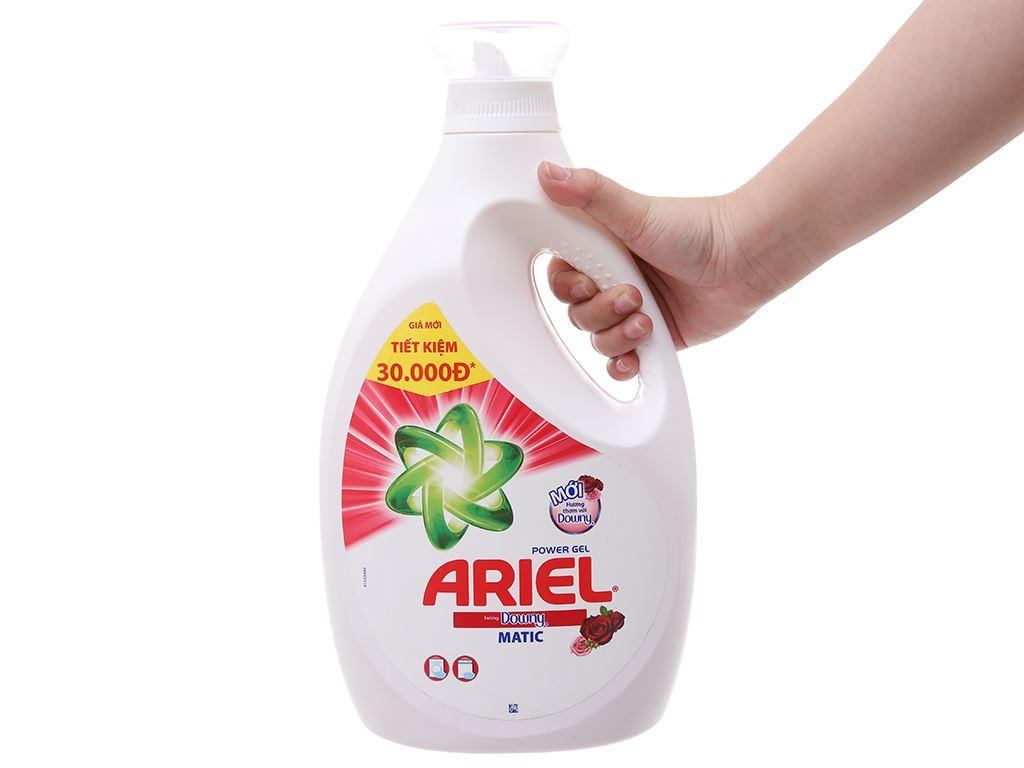 Nước giặt Ariel Matic Hương downy chai 2.4kg 4