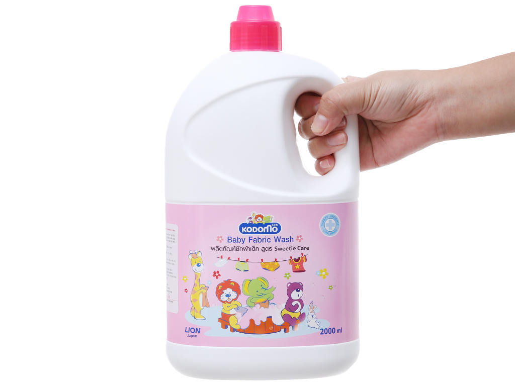 Nước giặt Kodomo hồng chai 2L 4