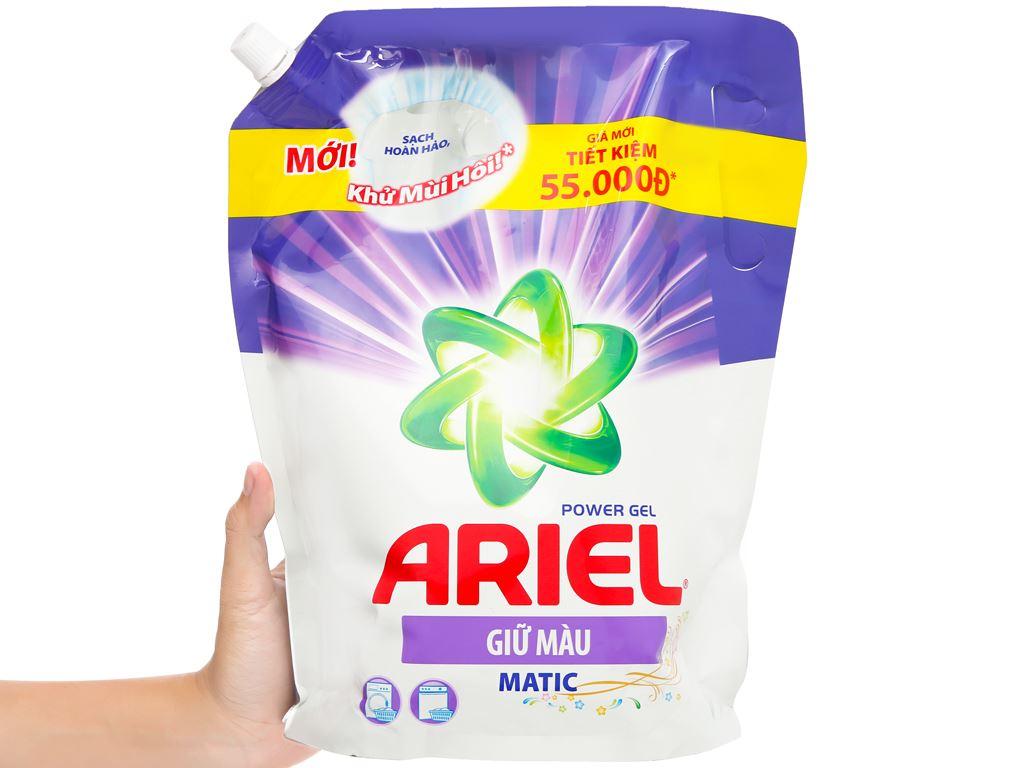 Nước giặt Ariel Matic giữ màu 2 lít 5