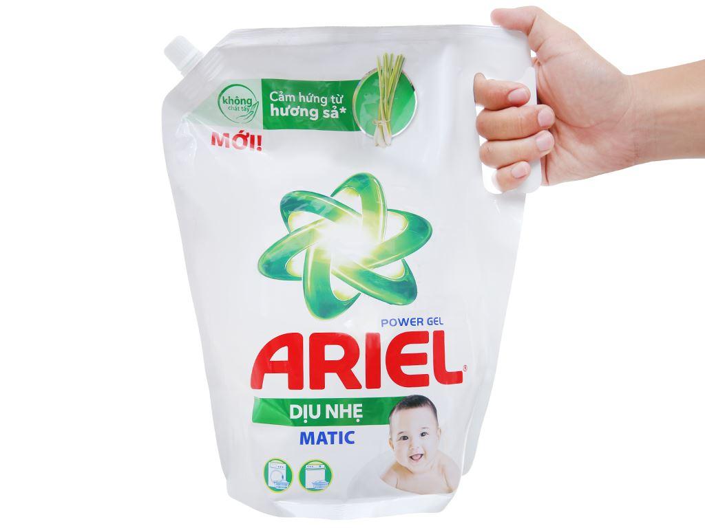Nước giặt Ariel Matic dịu nhẹ hương sả túi 2.15kg 3