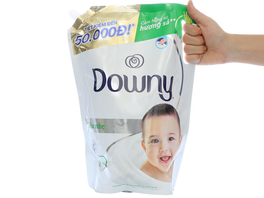 Nước xả vải cho bé Downy dịu nhẹ hương sả túi 2.6 lít 4