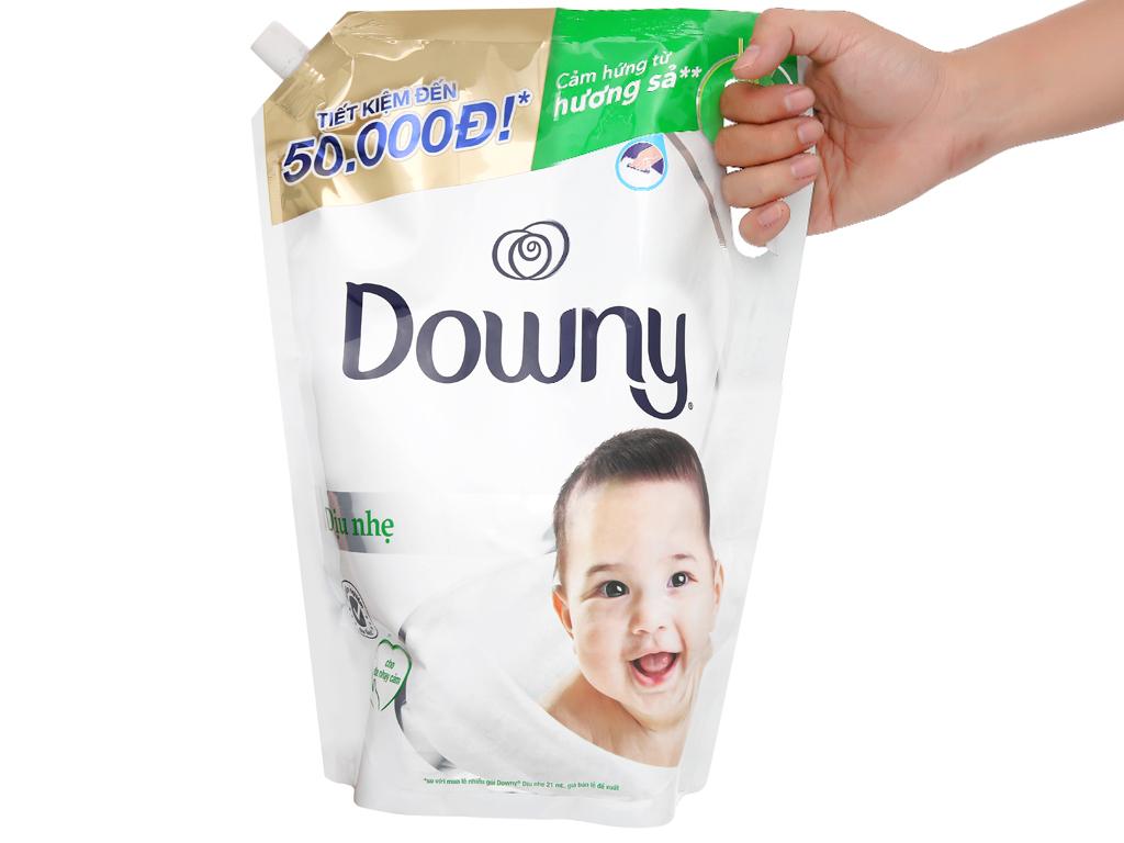 Nước xả vải cho bé Downy dịu nhẹ hương sả túi 2.6 lít 5