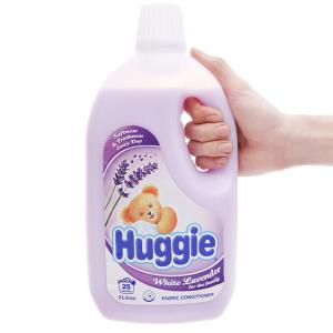 Nước xả vải cho bé Huggies hương lavender chai 2 lít