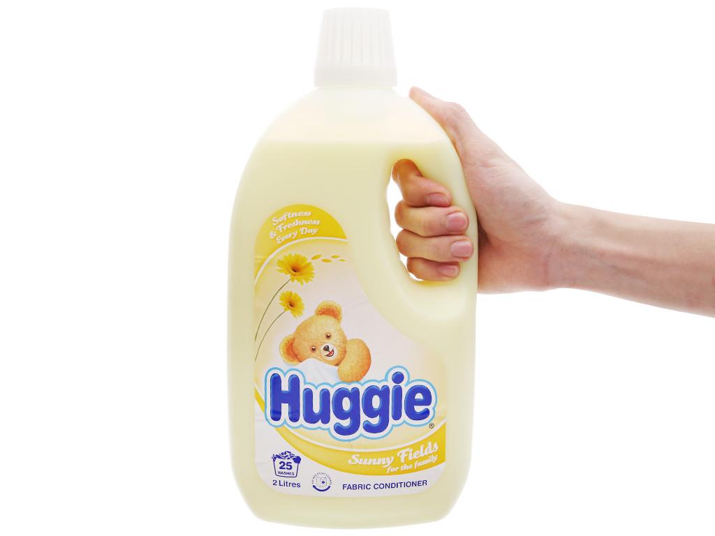 Nước xả vải cho bé Huggies hương sớm mai chai 2 lít 4