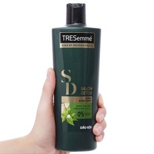 Dầu gội TRESemmé Salon Detox gừng và trà xanh 340g