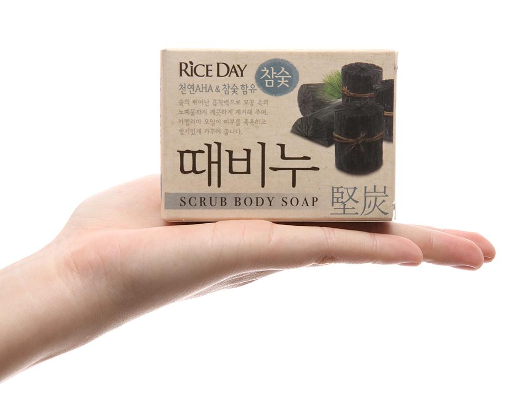 Xà bông thơm RICE DAY tẩy da chết tinh chất than hoạt tính 100g 5