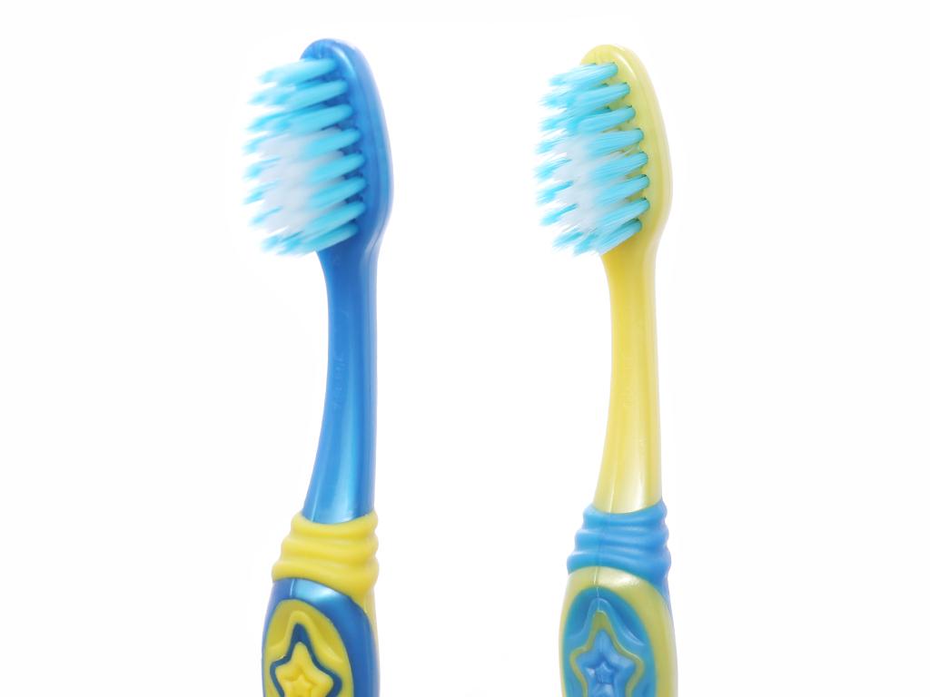Bộ 2 bàn chải đánh răng cho bé 5-9 tuổi Colgate Minion lông siêu mảnh 3