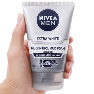 Sửa rửa mặt sáng da kiểm soát nhờn Nivea Men 100g