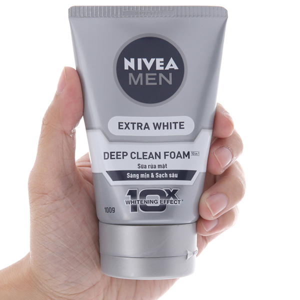 Sữa rửa mặt Nivea Men Extra White sáng da sạch sâu 100g